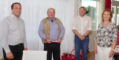 Von links: SPD-Kreisvorsitzender Markus Wasserle, Jubilar Siegfried Weber, 1. Bürgermeister Thomas Salzberger und die neue Vorsitzende des SPD-Ortsvereins Elke Koch