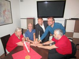 von links nach rechts: Elisabeth Frey,OV-Vorsitzender Thomas Salzberger, Unterbezirksvorsitzender Dominic Scales, Dr. Albert Thurner und Wolfgang Frey