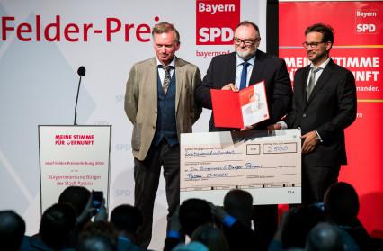 Foto der Preisübergabe, v.l.n.r.: Christian Springer, Jürgen Dupper, Florian Pronold
